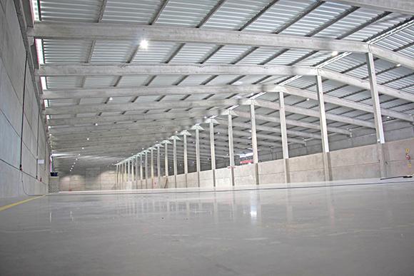 Parte interna dos armazéns da Manuchar em  Imbituba (SC)